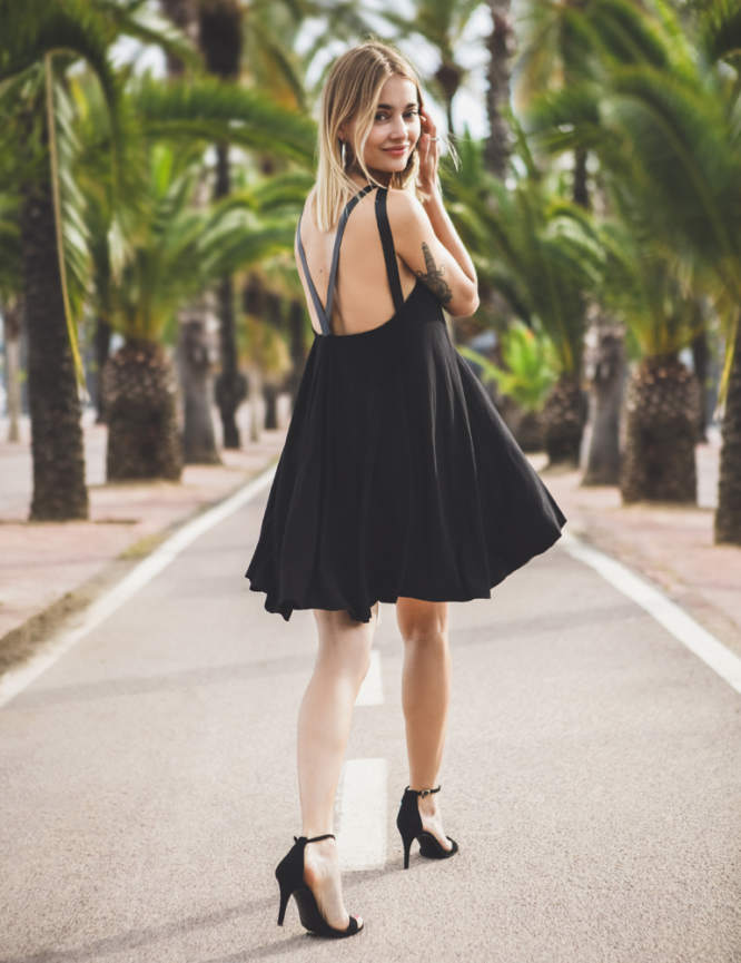 sukienka na skórzanych ramiączkach